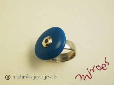 Sale of rings. Silver and color design.